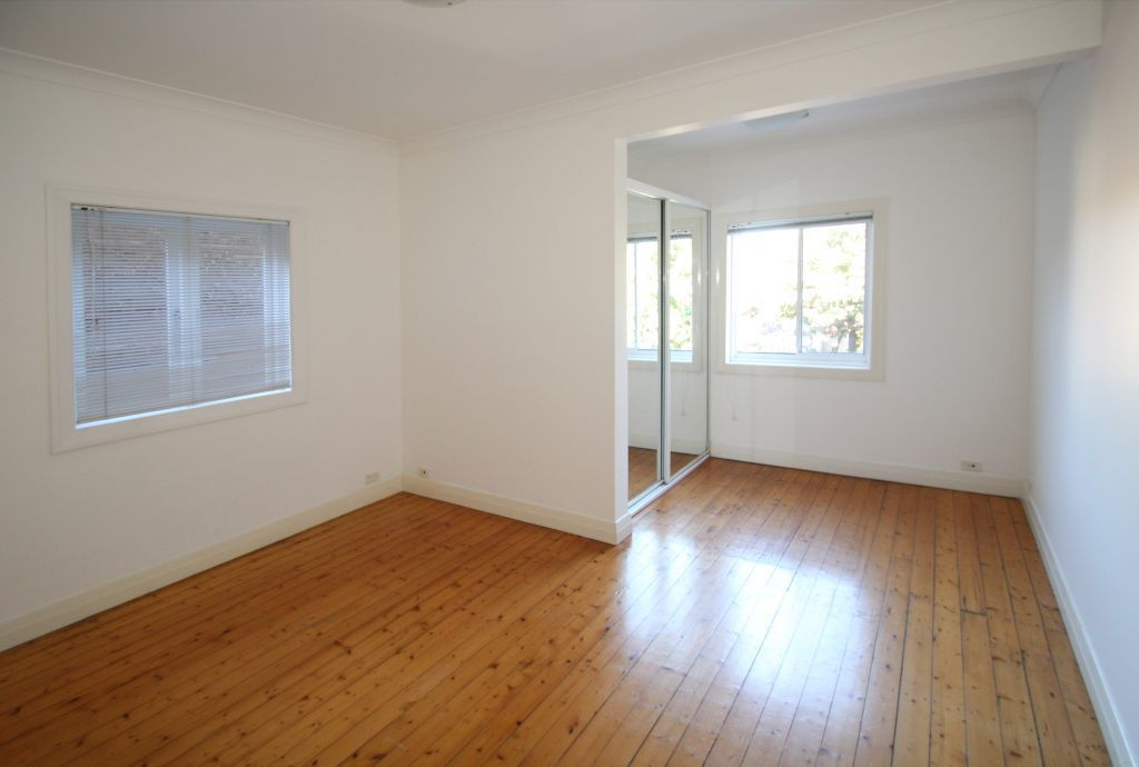 SPACIOUS TWO BEDROOM APARTMENT JUST A STROLL TO BONDI BEACH.