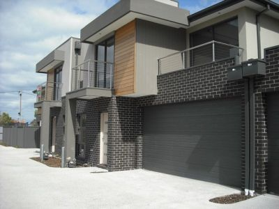 NEAR NEW TOWNHOUSE  WITH COMFORT & STYLE