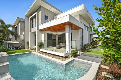 BROADBEACH WATERS LUXURY VILLA