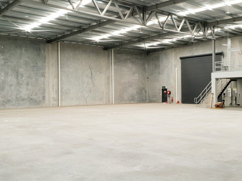 STUNNING SHOWROOM, OFFICE AND WAREHOUSE