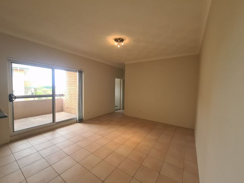 Stunning, spacious, light filled 2-bedroom apartment  *2 weeks rent free*