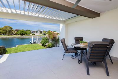Immaculately Presented Waterfront Retreat - Close to Broadwater
