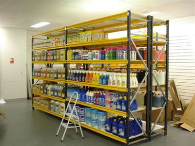 Busy Hardware Store in East – Ref: 11138