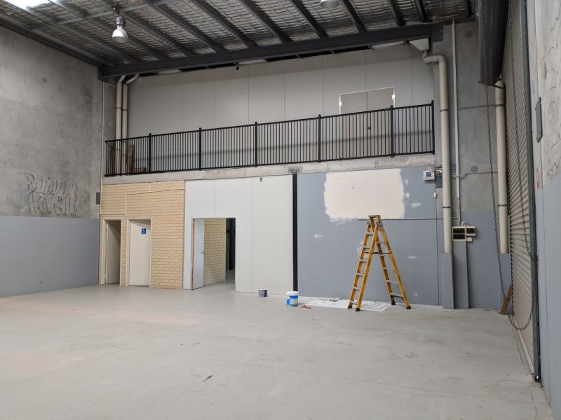 FRONT UNIT - WAREHOUSE & OFFICE FIT OUT