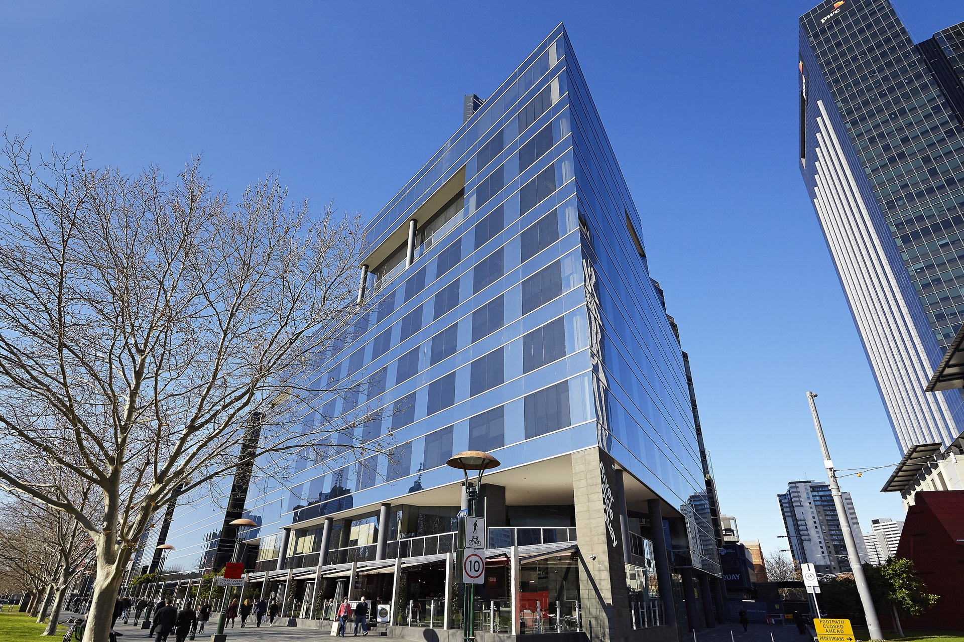 ACT FAST PRIME OFFICES AVAILABLE CLOSE TO WATERFRONT AT RIVERSIDE QUAY WITH AWESOME VIEW