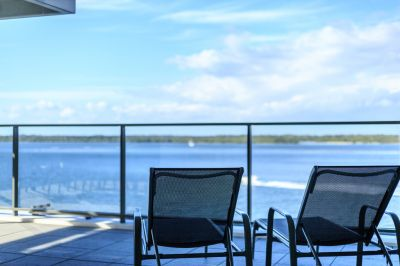 Sub-Penthouse with Panoramic Broadwater Views - Overseas Owner Says Sell