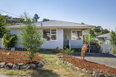 Lovely home and garden in a cul de sac location