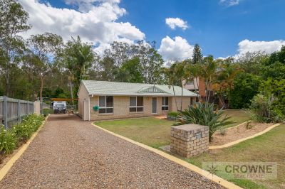 LARGE FAMILY HOME ON 1014SQM WITH SHED- ONLY MINS TO RIVERLINK