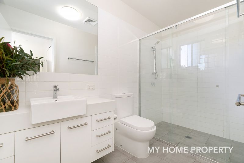 STUNNING ONE BEDROOM UNIT IN THE HEART OF BULIMBA