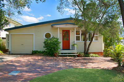 A 5-BEDROOM HOUSE IN INDOOROOPILLY FOR THIS PRICE?