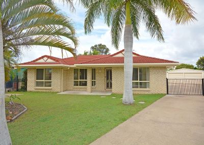 3 BEDROOM HOME WITH 2 BAY SHED!