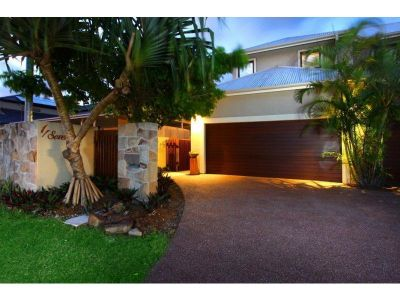 Stunning Duplex 200 mtrs to The Broadwater
