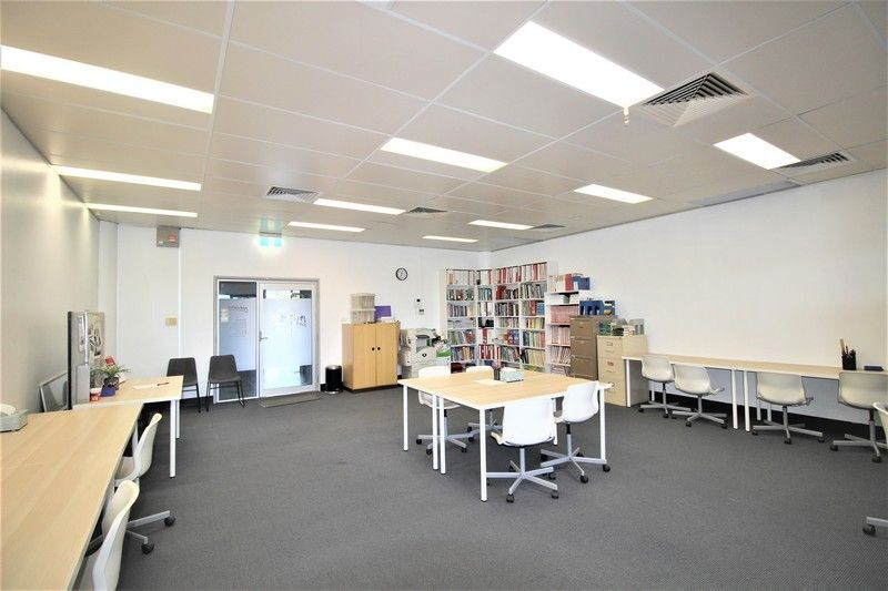 MODERN OFFICE CLOSE TO 4 SCHOOLS
