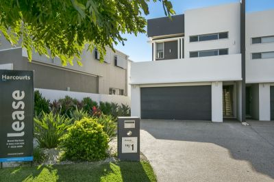Large, High Quality, North Facing Waterfront Duplex - As Big As a House!