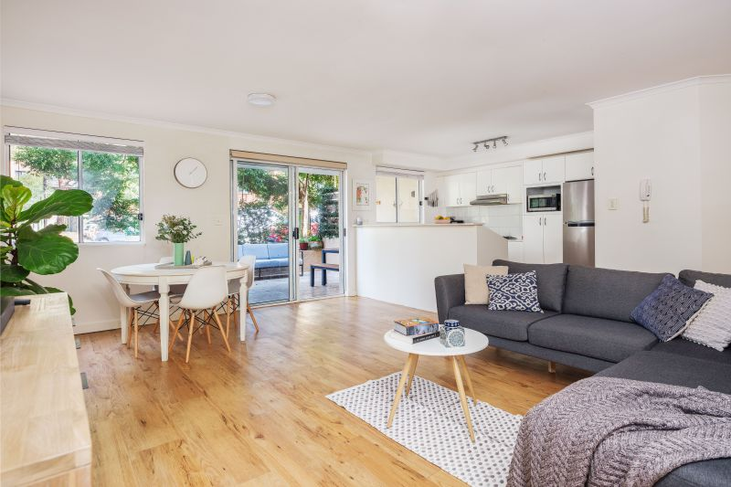 2/4 Campbell Parade Manly Vale 2093