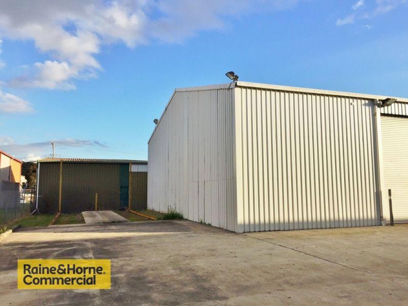 Great 200m2 warehouse at Tuggerah!