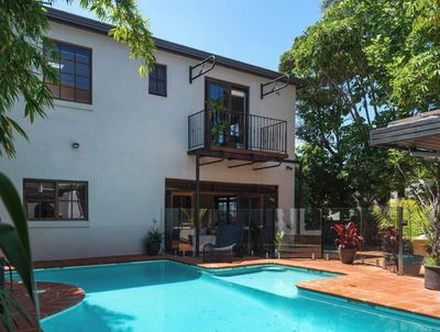 A HOUSE IN THE EASTERN SUBURBS WITH PRIVACY!