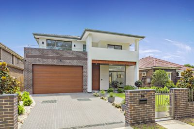 Luxurious Architect Designed Magnificence Set in A Premier Location