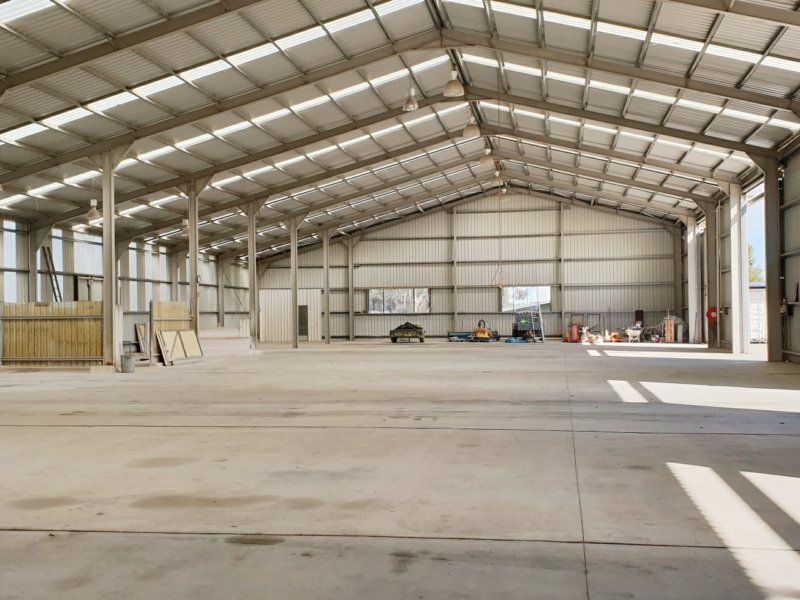 FANTASTIC INDUSTRIAL WAREHOUSE WITH CONCRETE HARDSTAND
