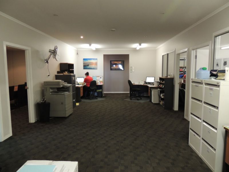 Prime Position Showroom With Warehouse
