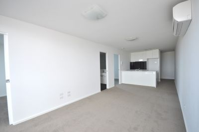 MAINPOINT, 22nd floor - Two Bedroom PLUS Study!