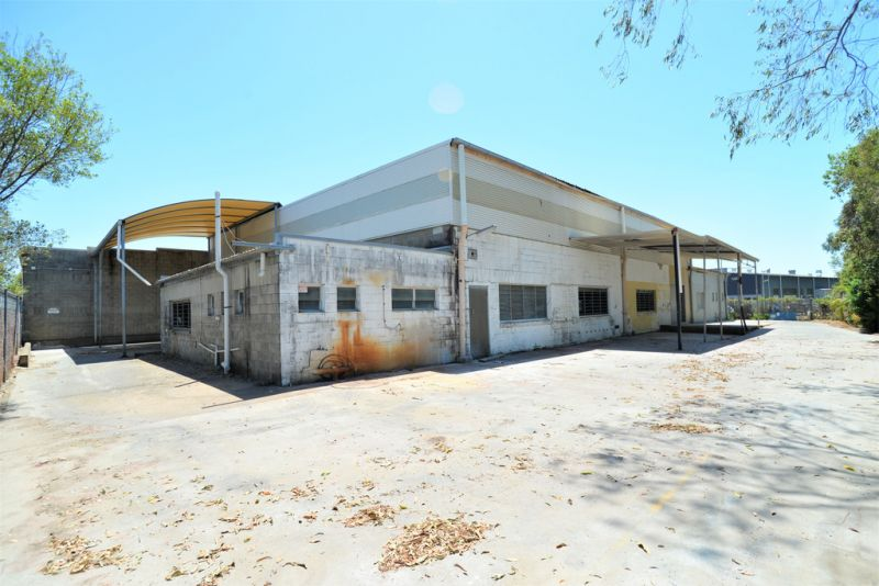 NEW 3 YEAR LEASE - 750M2* BUILDING ON 1593M2* OF LAND
