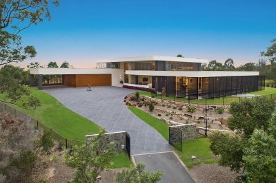 AWARD-WINNING CUTTING EDGE DESIGN - A MODERN PIECE OF ARCHITECTURE