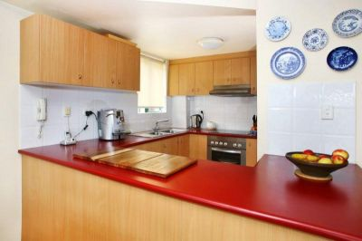 Spacious Split-Level Apartment Moments To The City, Universities and Eateries