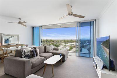 Luxury Top Floor Unit with Hinterland Views