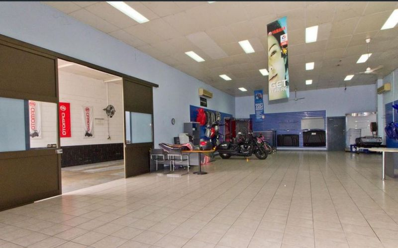 Showroom with Attached Warehouse in Aitkenvale