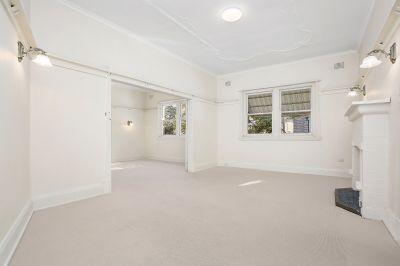 DEPOSIT TAKEN High Ceilings, Vast interiors, Freshly Painted, 1LUG....