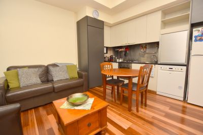 Darling Towers: Executive Furnished Apartment in the Perfect Location!