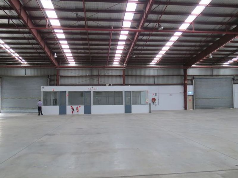 High Clearance Warehouse With Yard