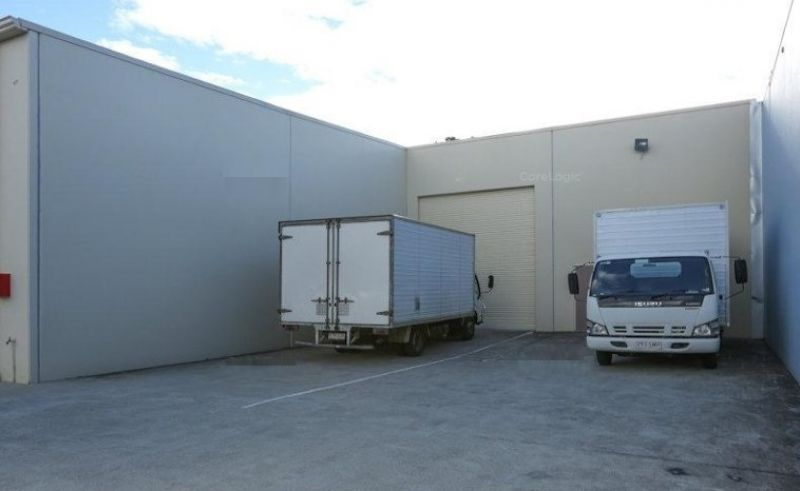 605M2 M1 SHOWROOM / WAREHOUSE / OFFICE – THIS IS IT!