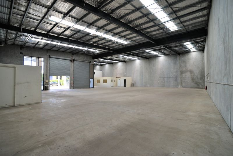 CORPORATE WAREHOUSE FACILITY WITH 3 CONTAINER HEIGHT ROLLER DOORS