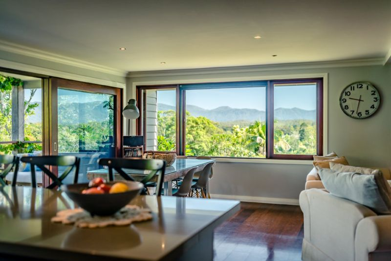Stunning Residence, Northerly Views, 750m to CBD
