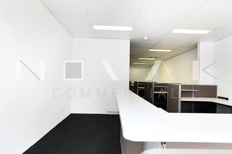 RETAIL/OFFICE WITH HUGE PITTWATER ROAD EXPOSURE!