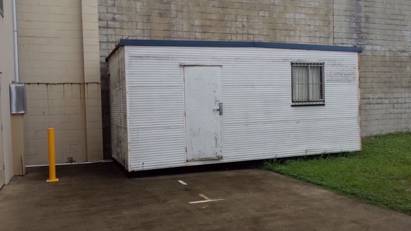 VACANT NOW 400M2 SHED WITH HARDSTAND