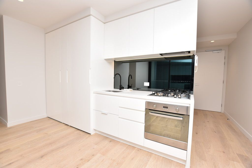 Lighthouse: Stunning Two Bedroom Apartment in One of Melbourne's Premier Locations!