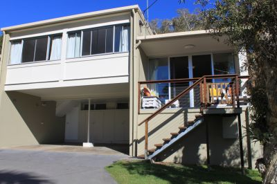 Beachside Townhouse - two minute walk to Shelly Beach - available for rent