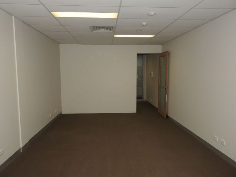 COMMERCIAL OFFICE FOR LEASE - IDEAL FOR SMALL BUSINESS - FLEXIBLE LEASE TERMS