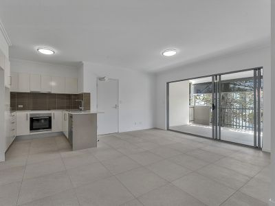 Modern Three Bedroom Unit in a great location!!