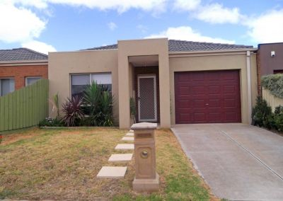 Neat as a pin. Low maintenance living, providing ease of access to the freeway and Tarneit