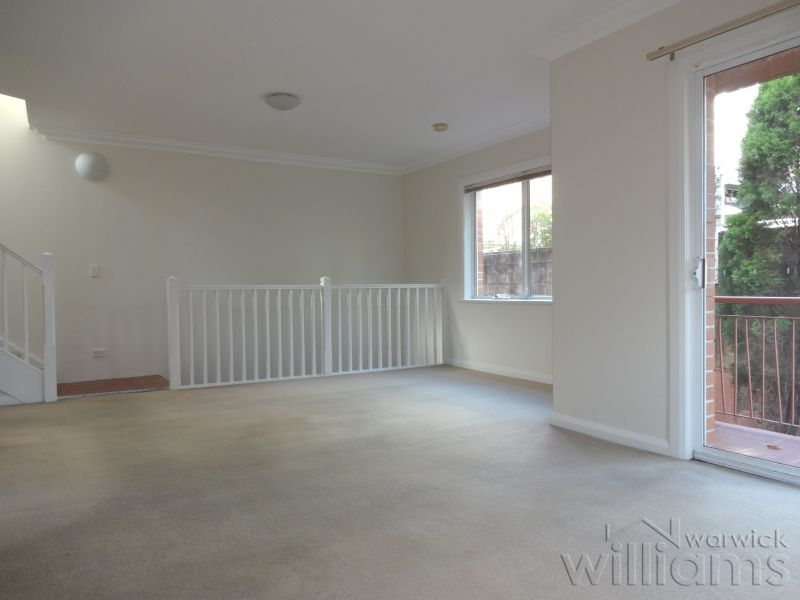 LARGE TOWNHOUSE IN CONVENIENT LOCATION