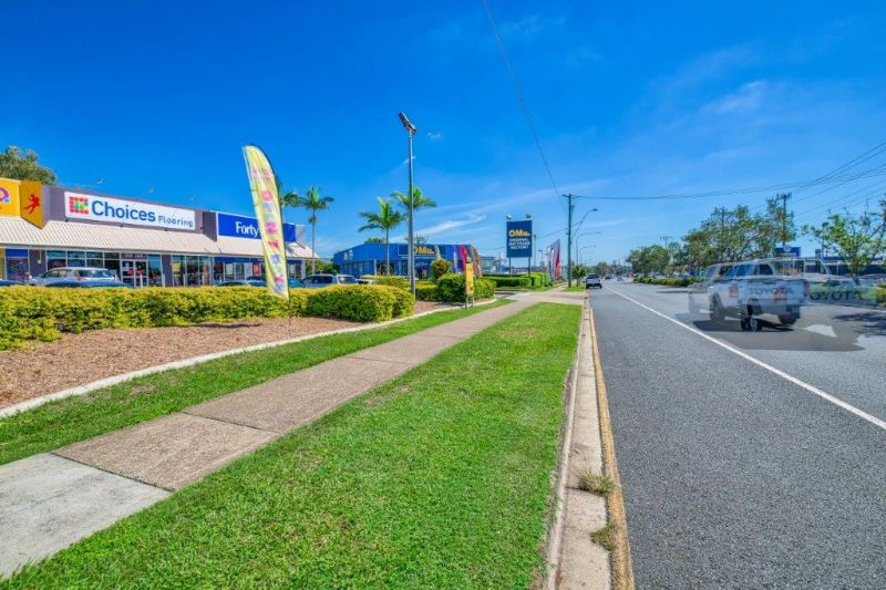 Modern Retail Showroom with Excellent Main Road Exposure