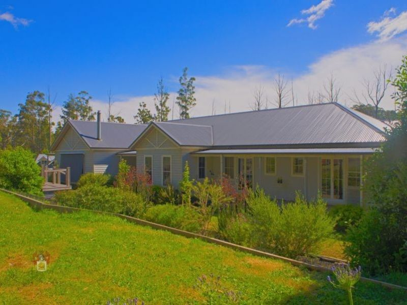 EXECUTIVE CHARACTER HOME ON 3 PRIVATE ACRES