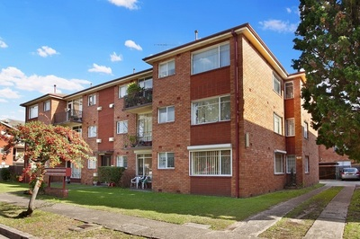 Bright Two Bedroom Unit with Parking & Aircon