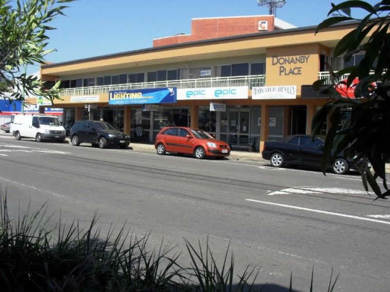 FIRST MONTHS RENT FREE IN CENTRAL NAMBOUR | FOR LEASE