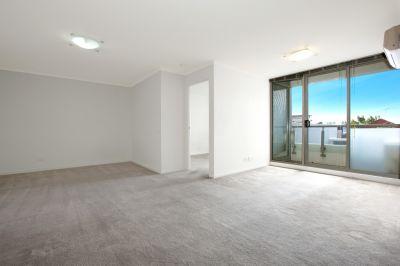 Market Square Condos: 2nd Floor - Contemporary Style!