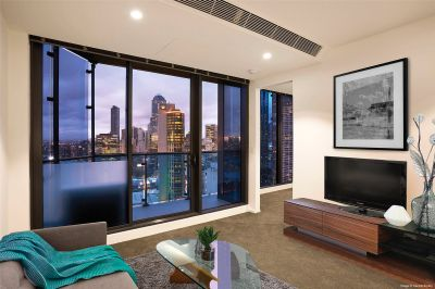Fantastic Near New Two Bedroom Apartment in Southbank Central!